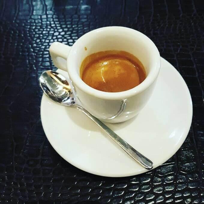 il caffè della pizzeria Alle Colonne By Caputo a Milano