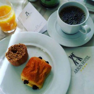il caffè dell'Arion Hotel a Xylokastro in Grecia