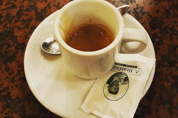 Il caffè dello storico locale A Brasileira a Lisbona