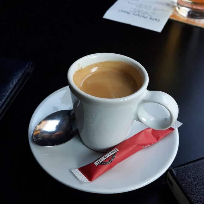 Il caffè espresso del Café Palais Royal a Parigi