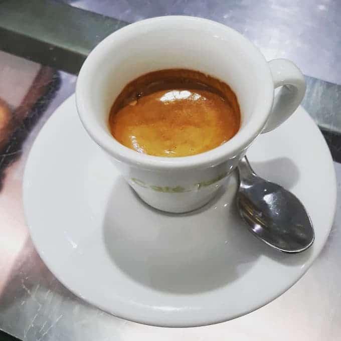 Il caffè del bar Café Tablé a Milano