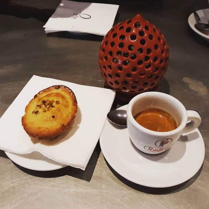 Il caffè del ristorante Pulia in via Pellico a Milano