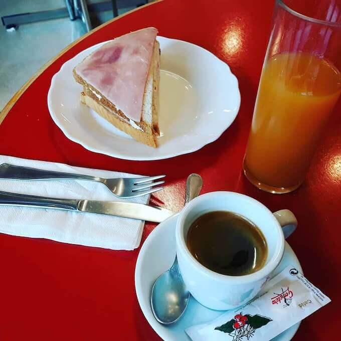 Il caffè della Residencia Mixta Para Personas Mayores di Miranda de Ebro, in Spagna