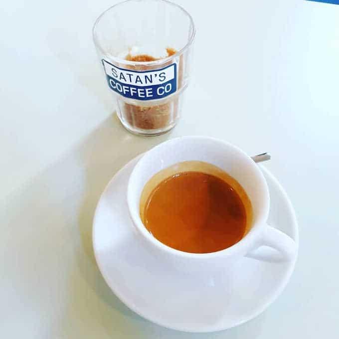 Il caffè di Satan's Coffee Corner a Barcellona