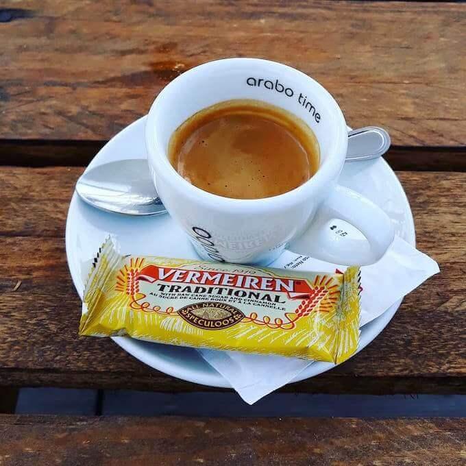 Il caffè del bar Vora Riu a Sant Jaume in Catalogna
