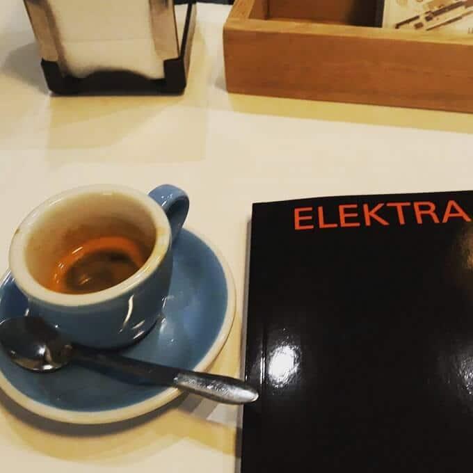 Il caffè della caffetteria Wish Slow Coffee House a Lisbona
