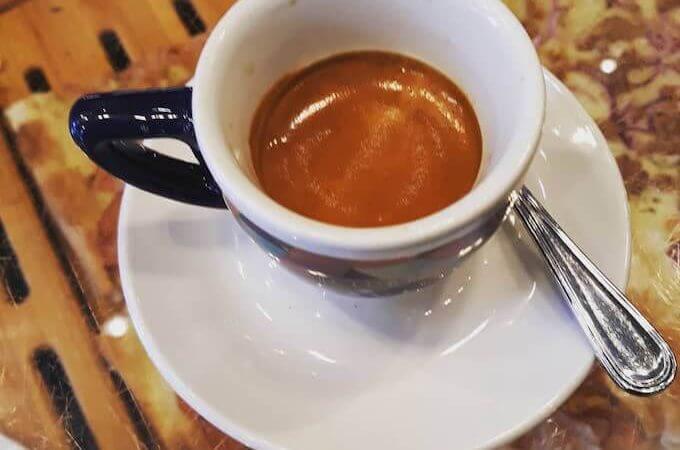 Il caffè del bar 7's Giò a Milano