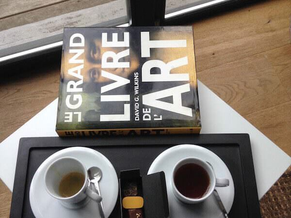 caffè con la macchinetta Nespresso presente nella camera del 9 Hotel Central di Bruxelles