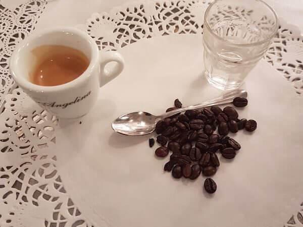 caffè del ristorante Angelina a Trevi a Roma