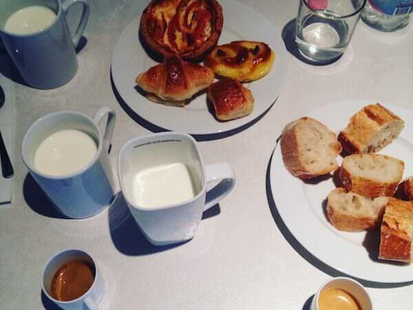 il caffè bevuto in uno degli Appartements Place Vendôme a Parigi