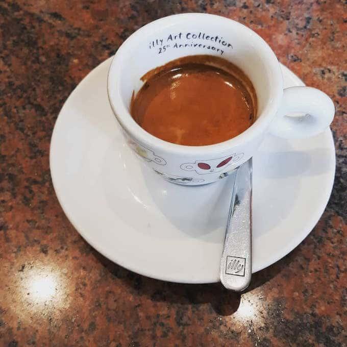 Il caffè del Bar Armony a Milano