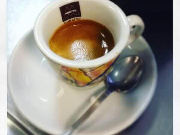 caffè del Destination Café (Yellow Bar) di Milano