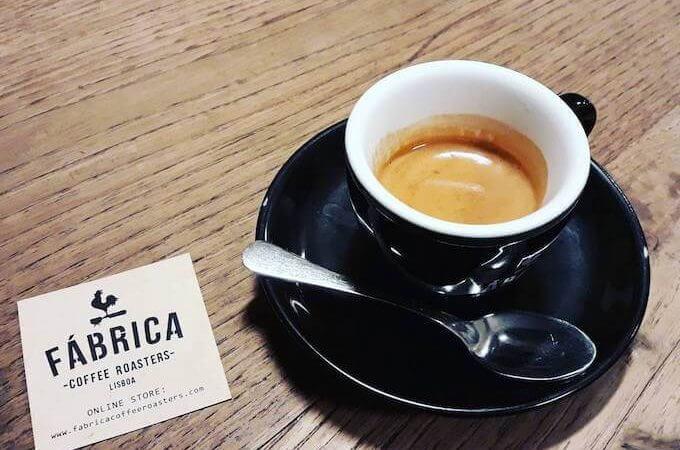 il caffè della caffetteria Fabrica Coffee Roasters a Lisbona