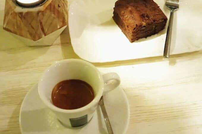 il caffè del bar Momo a Milano