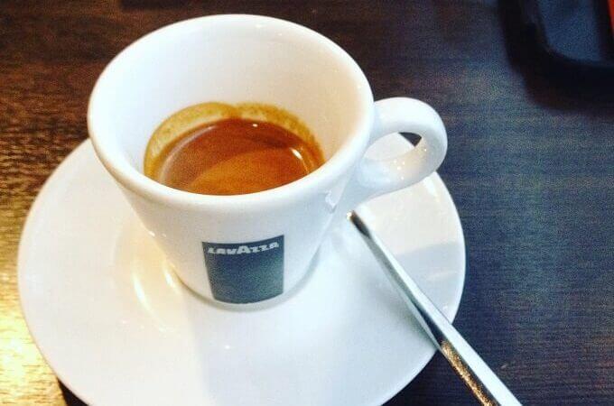 il caffè del Mai Uguali Lounge Bar a Roncello (MB)